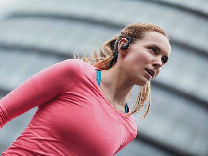 9 best headphones for running featured image