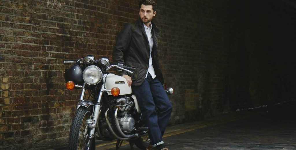 shirts-to-wear-with-jeans-for-men-white-shirt-selvedge-denim-jeans-for-men featured image